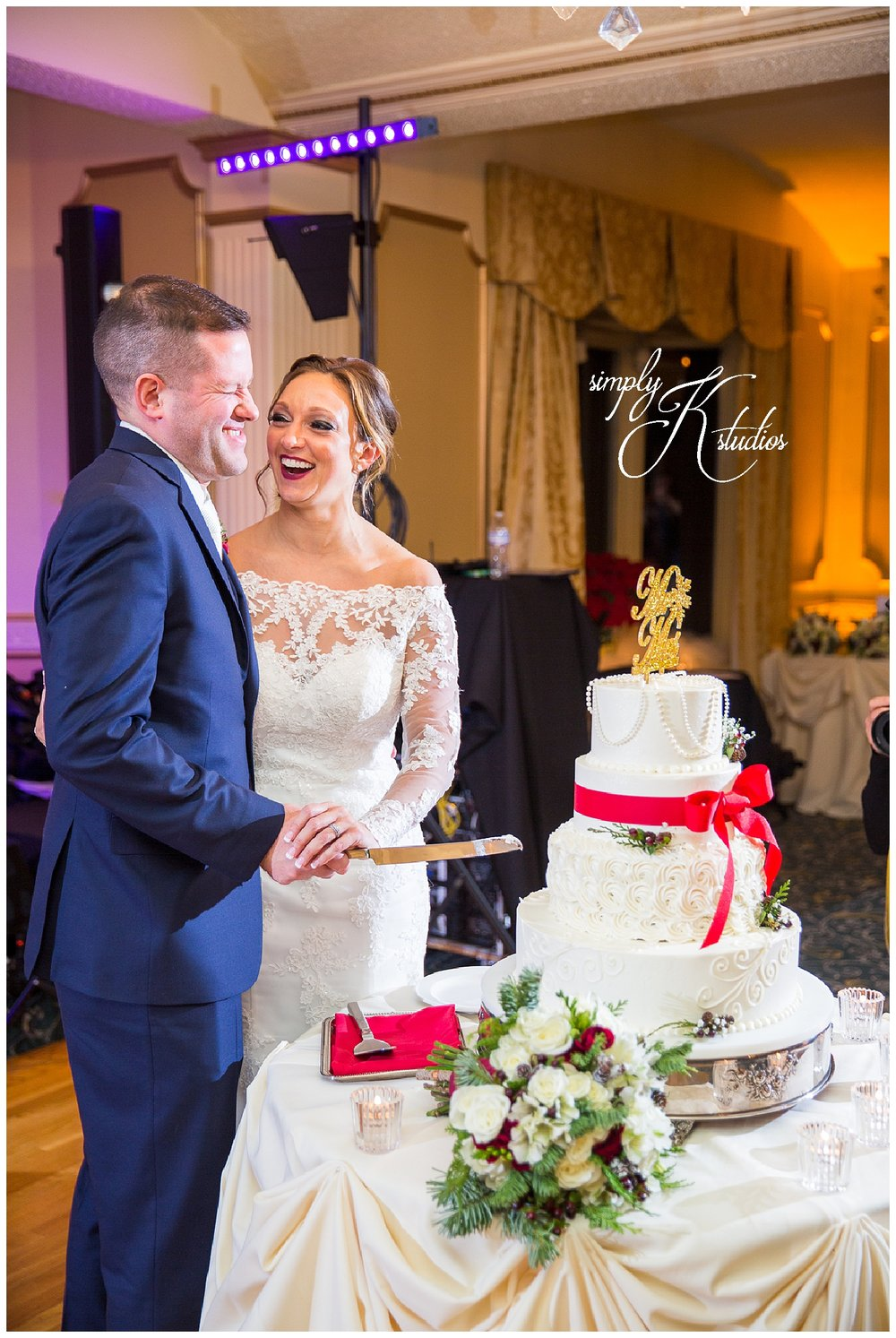 98 Fox Hill Inn Wedding Cake.jpg