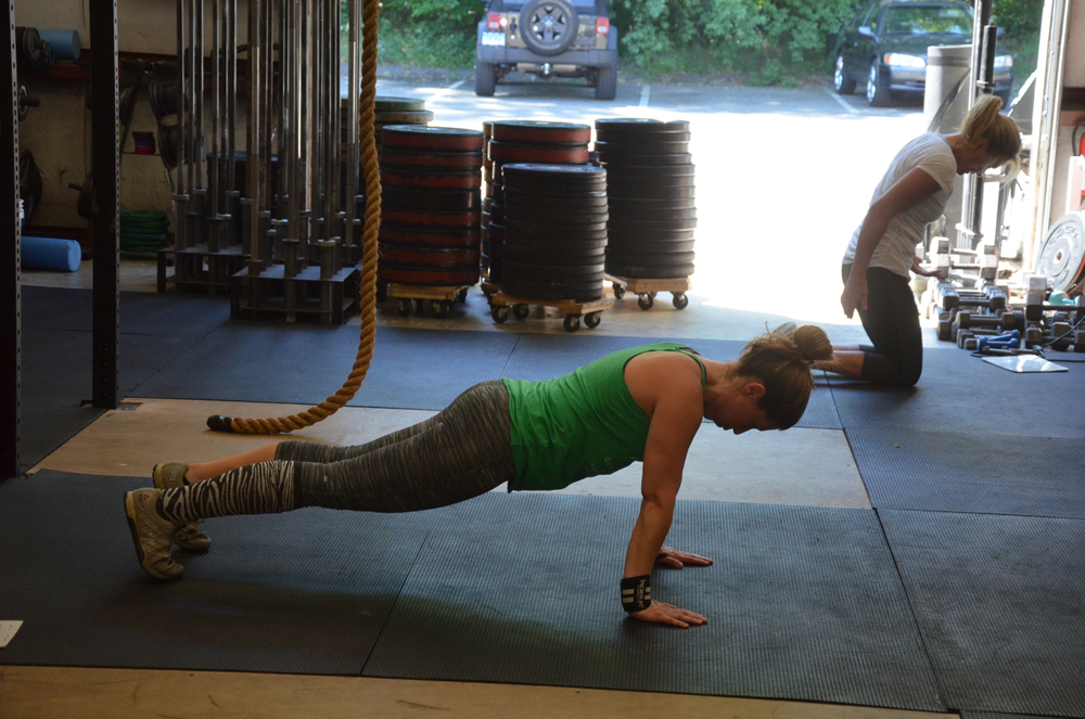 Tracey showing a solid plank at the top of her push-ups.