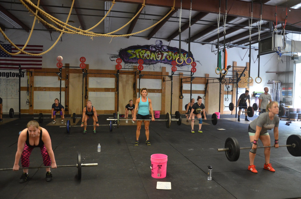 The 4pm class starting their deadlifts & AMRAP aka Champion Complex.