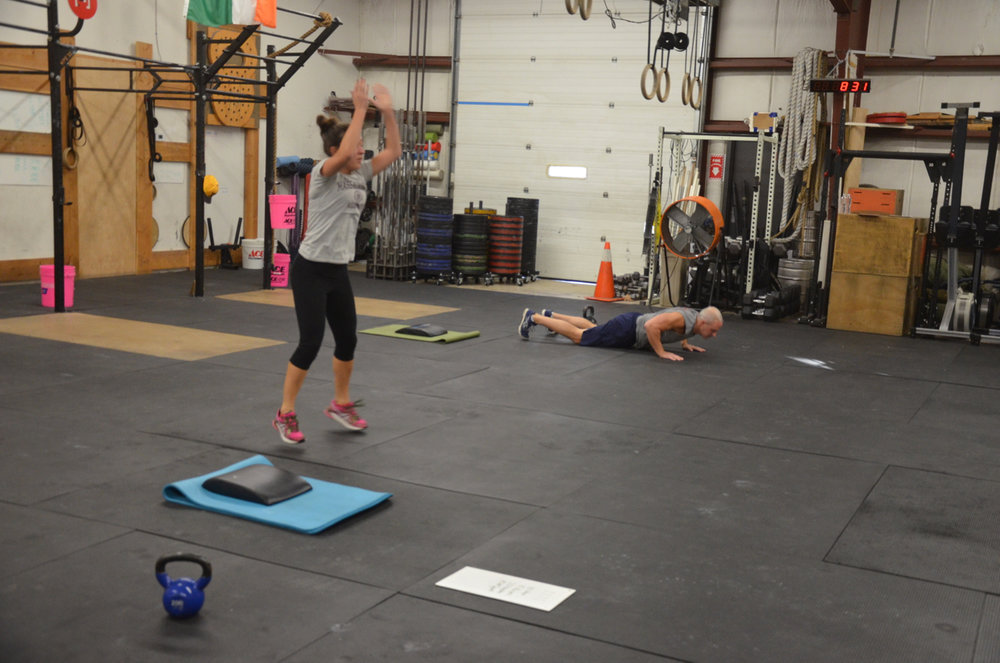 Lindsey and Paul flying through their burpees.