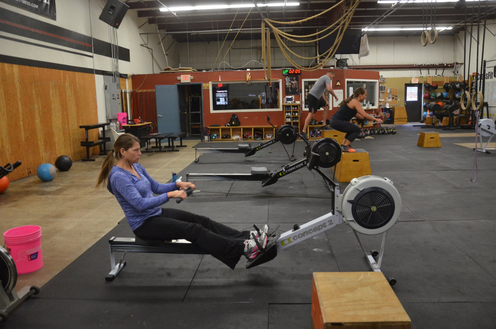 Lisa finisihing her 25 calorie row.