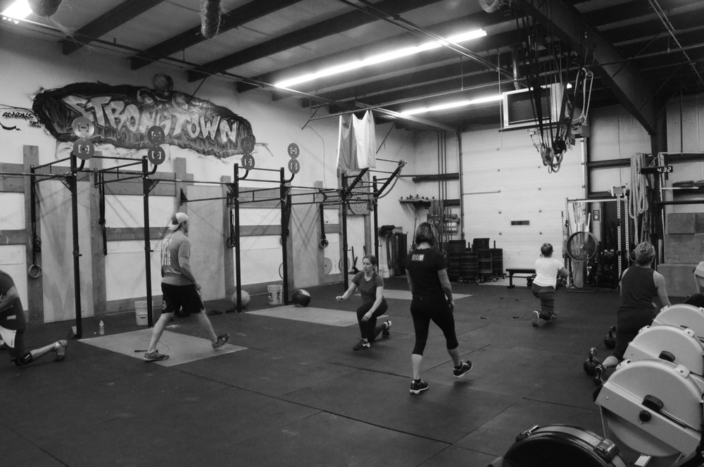 The 4pm class finishing working through their 100 walking lunges.