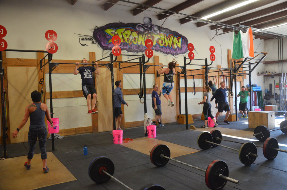Sunday's class working through their 100 pull-ups.