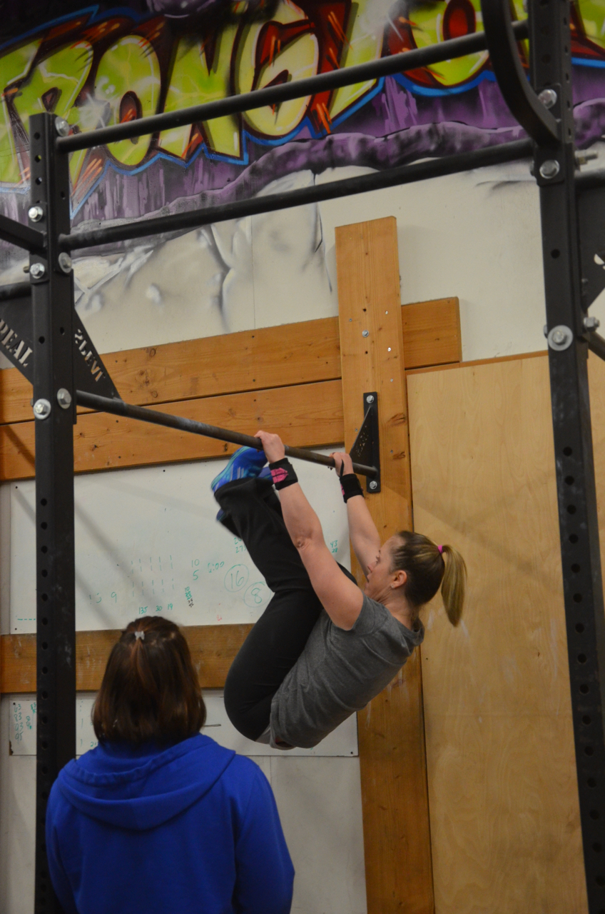 Courtney working through her 16 toes to bar.
