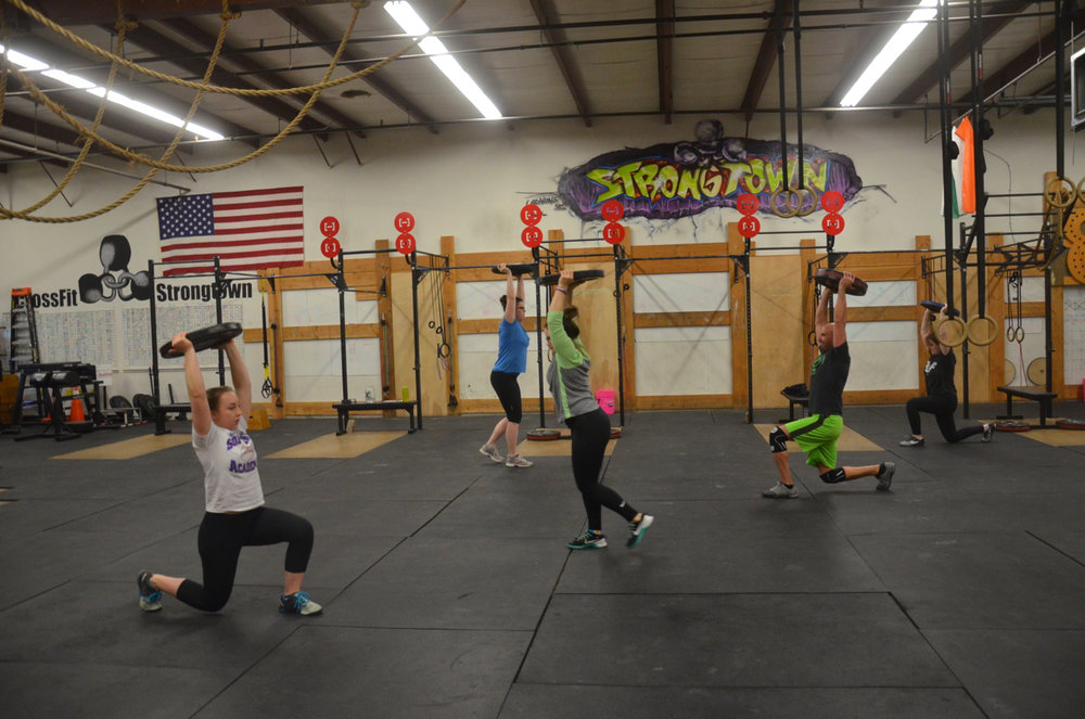 The 4pm class starting their minute of overhead lunges.