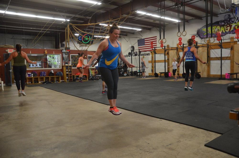 Taylor and the 4pm class floating through their double unders