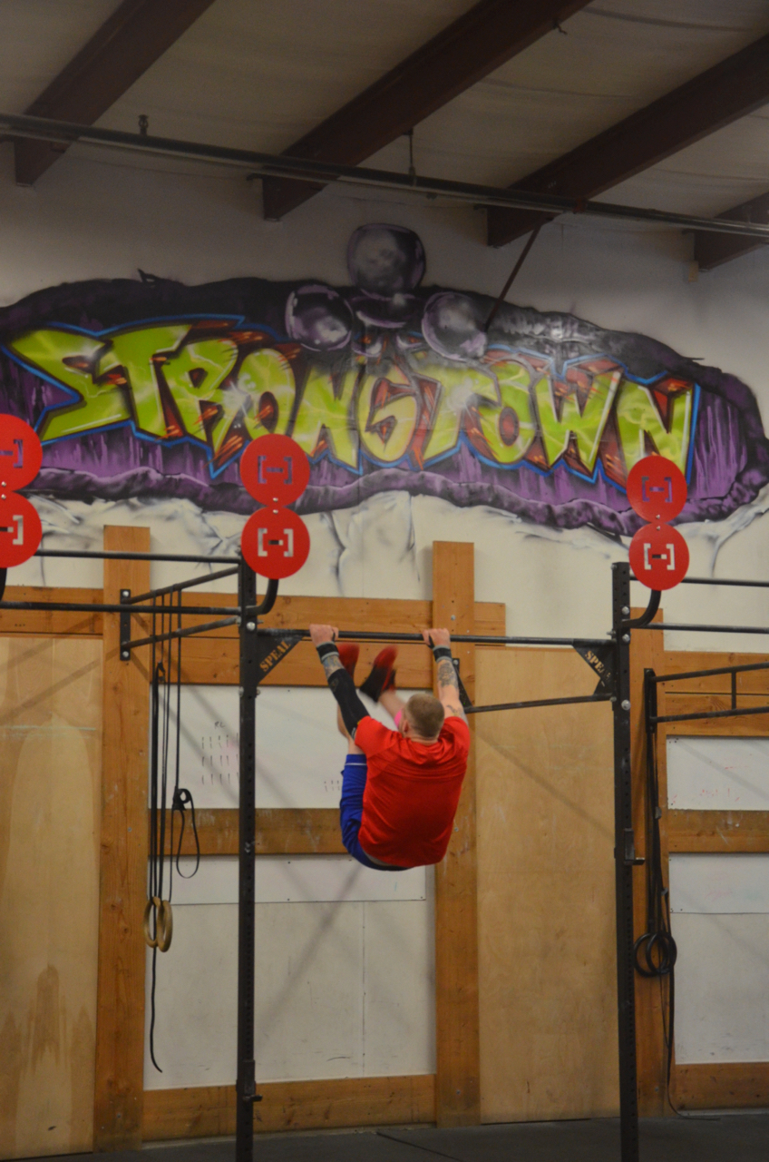 Kevin working through his Toes to Bar during the 6pm class.