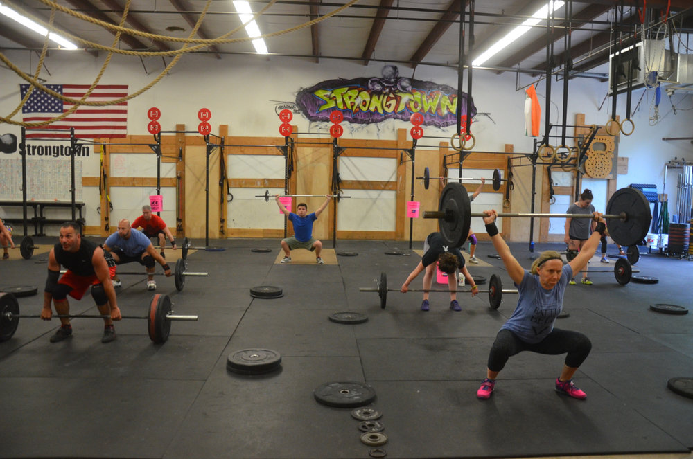 The 5pm class working through their Snatch EMOM.