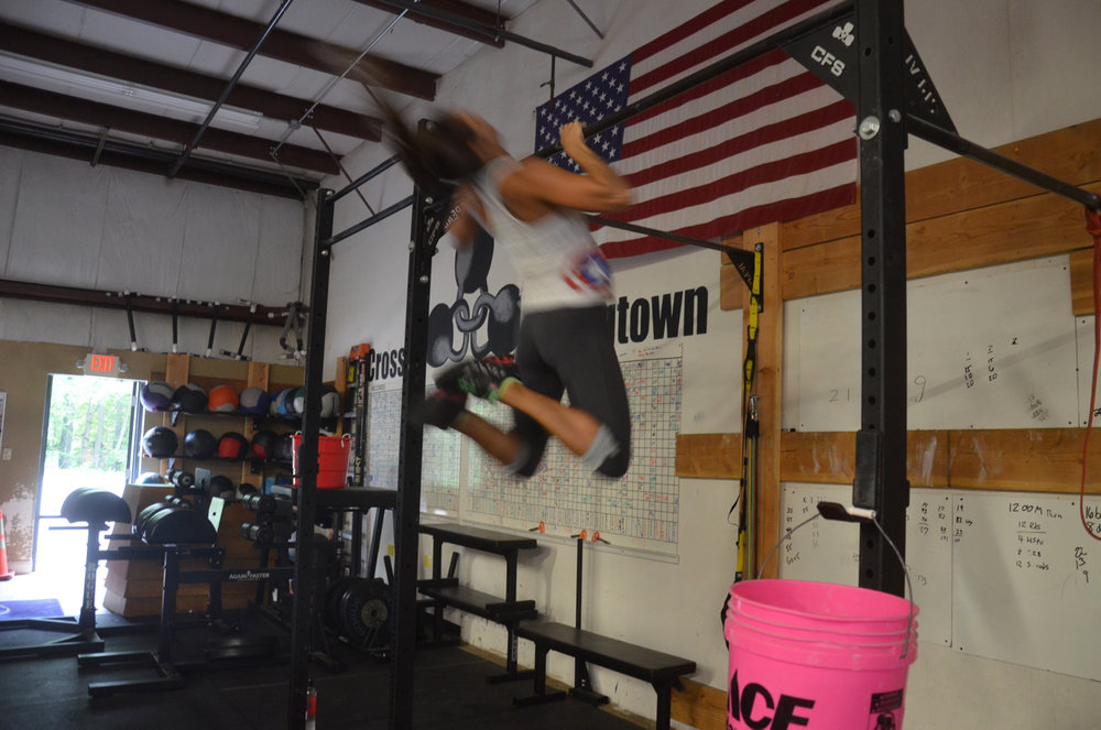 Katrina flying through her pull-ups.