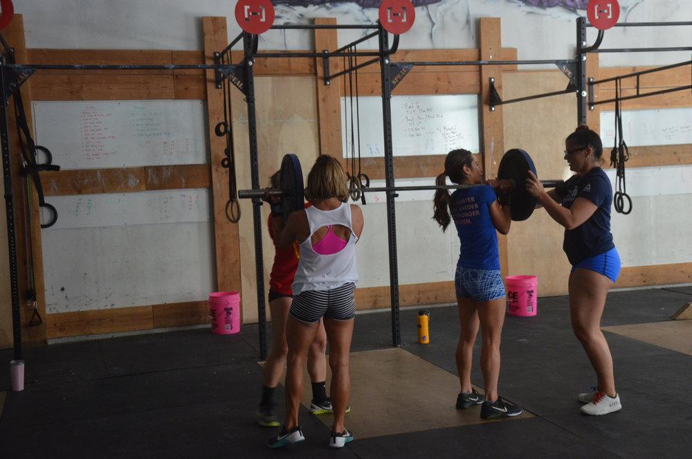 Team Jordan, Ang, Holly, Rachie breaking down their bar before Sunday's run.