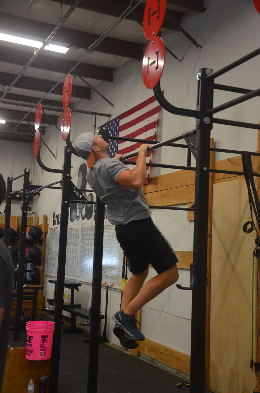 Ian flying through his sets of 15 pull-ups.