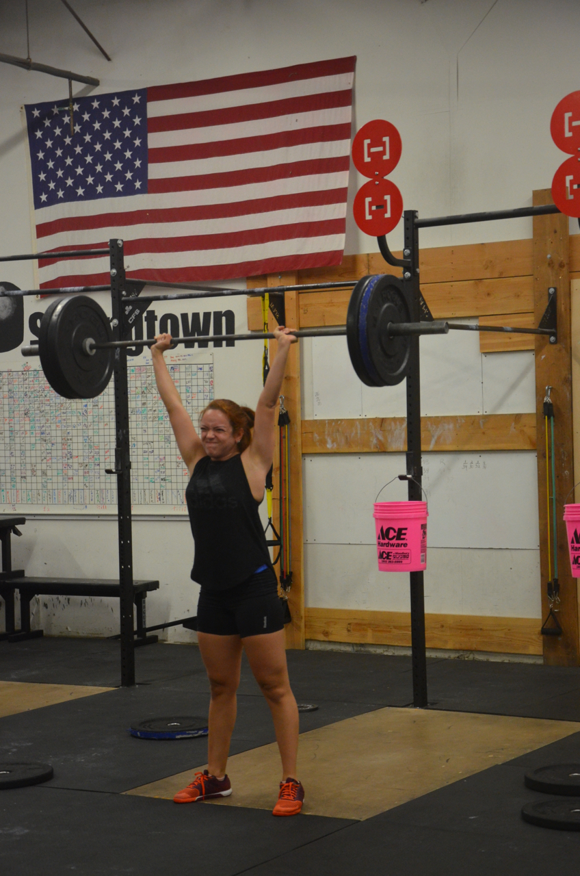 Johanna working up to her 3 rep max thruster.
