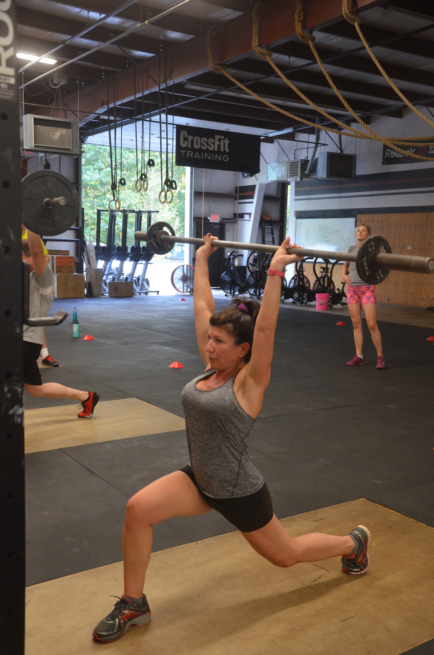 Robin showing solid depth and lock out on her split press.