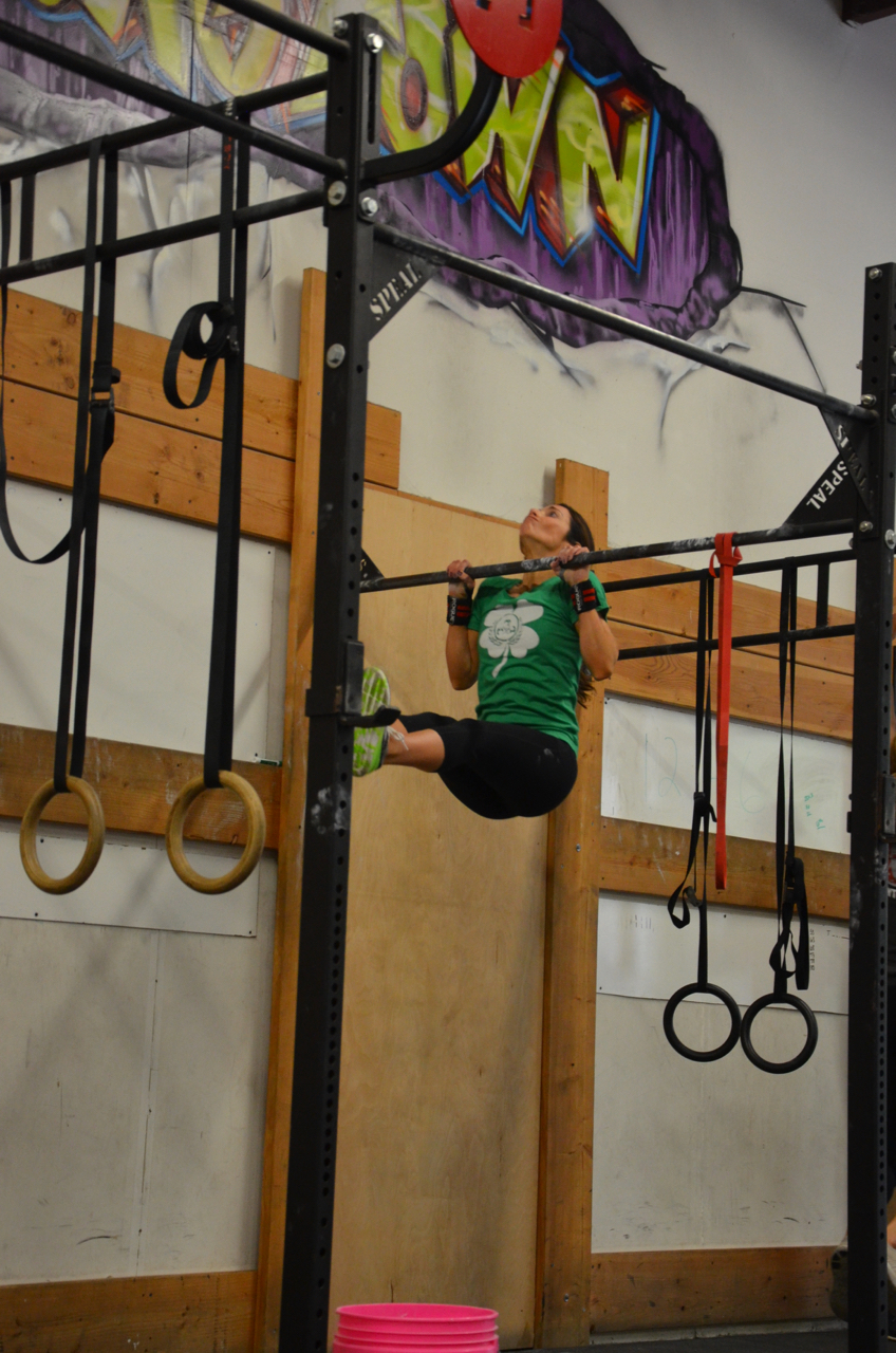 Holly showing great form during her L-pull-ups.