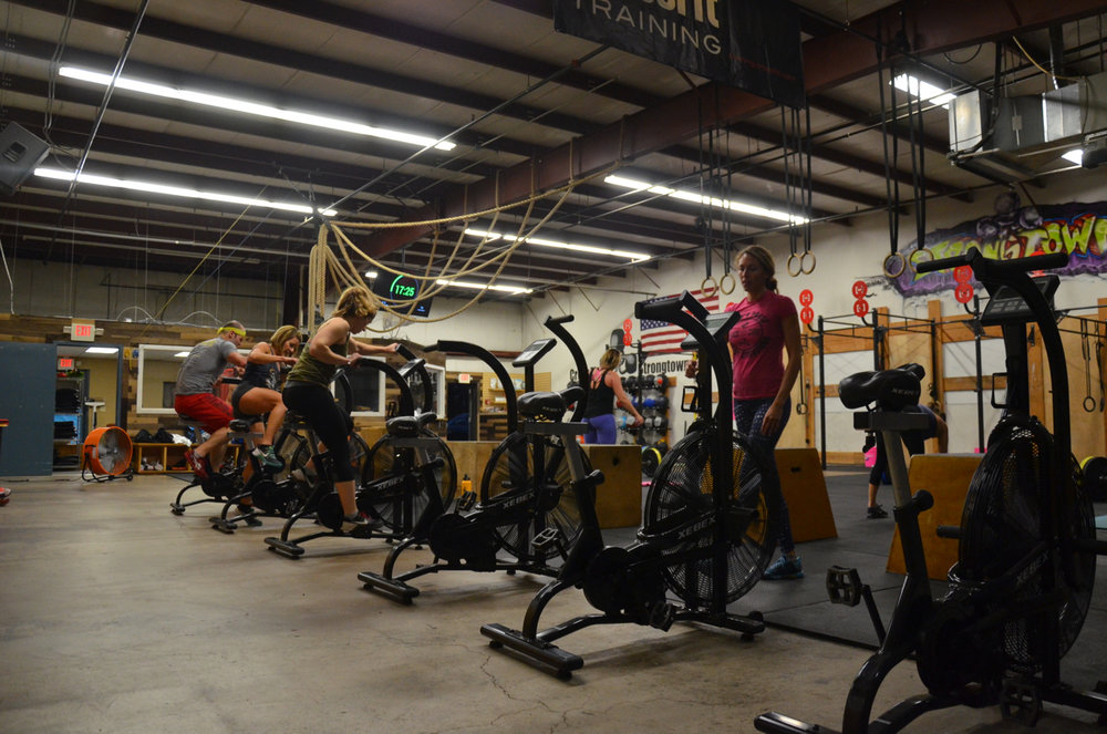The 4pm class working through their bike, jump, swing AMRAP.