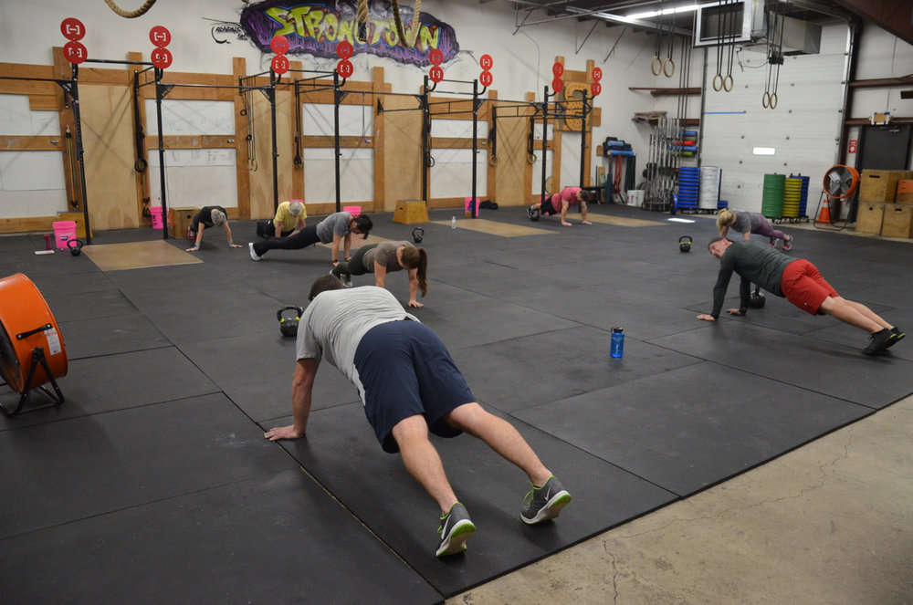 The 9:30am class during the tabata plank hold.