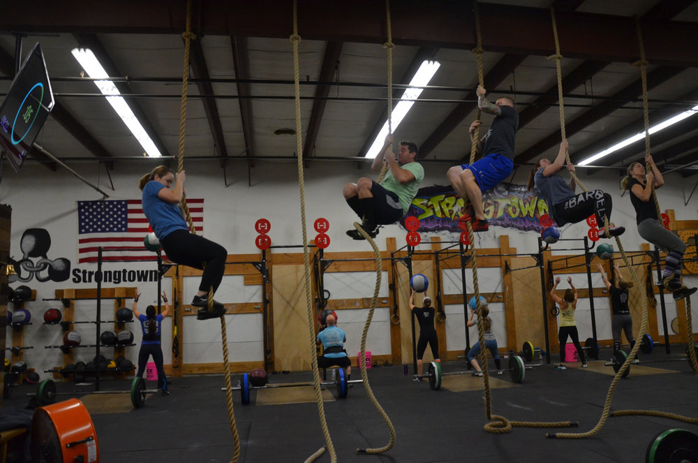 Saturday's 9am class working through their rope climbs.