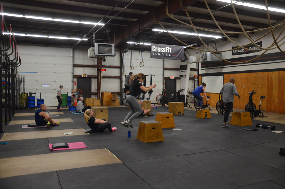 The 9:30am class working through today's metcon.