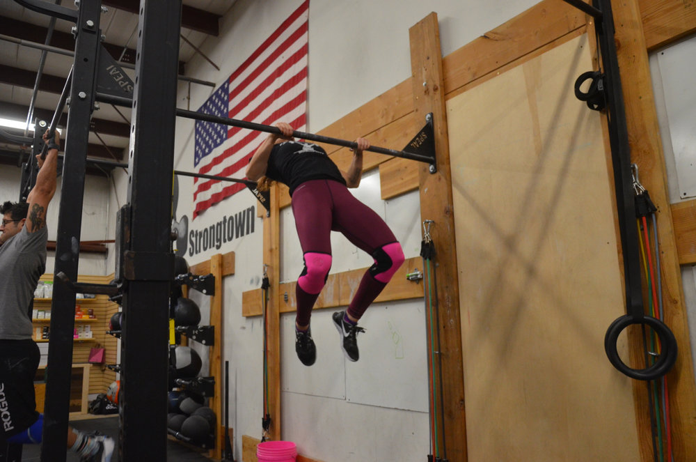 Kelly during her butterfly chest to bar pull-ups.