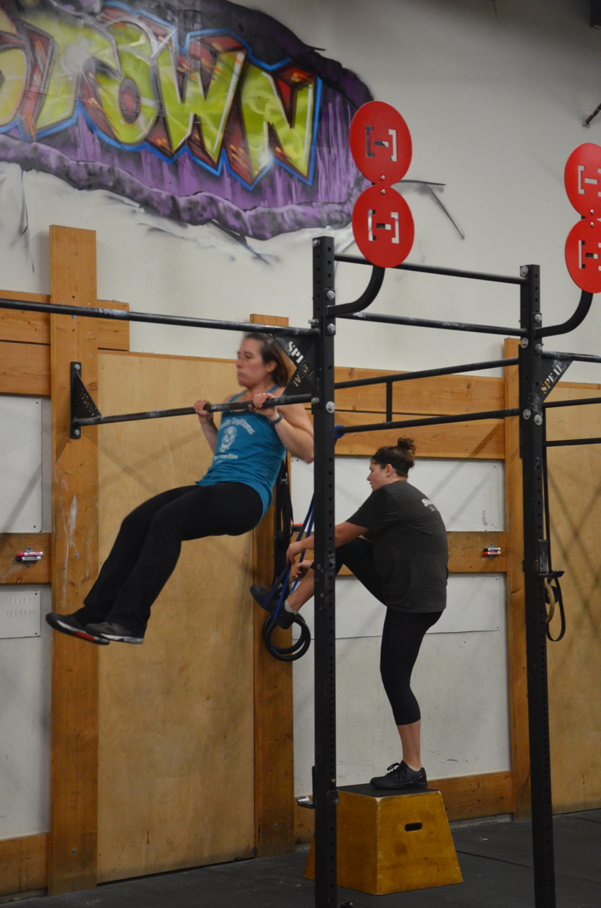 Rachel making sure to make contact on her chest to bar pull-ups.