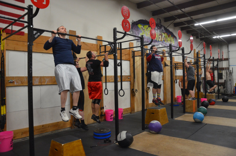 Ryan and the 6pm class working through their jumping pull-ups.