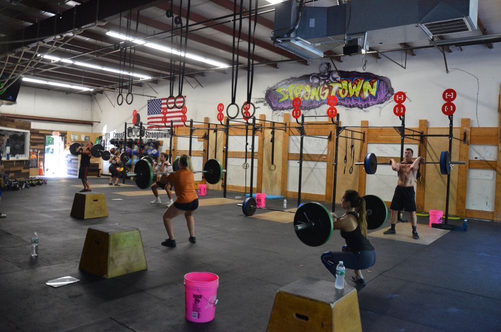 The 5pm class looking solid on their front squats.