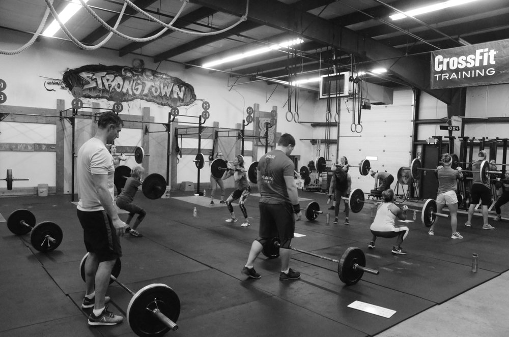 The 9am class working through the 21-15-9 of Front Squats and Pull-ups.