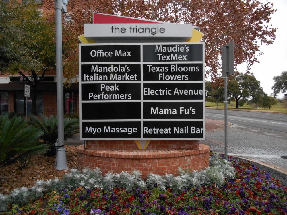 Mama Fus' Monument 2.JPG