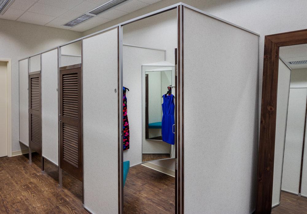 Von Maur_fitting room_1_LR.jpg