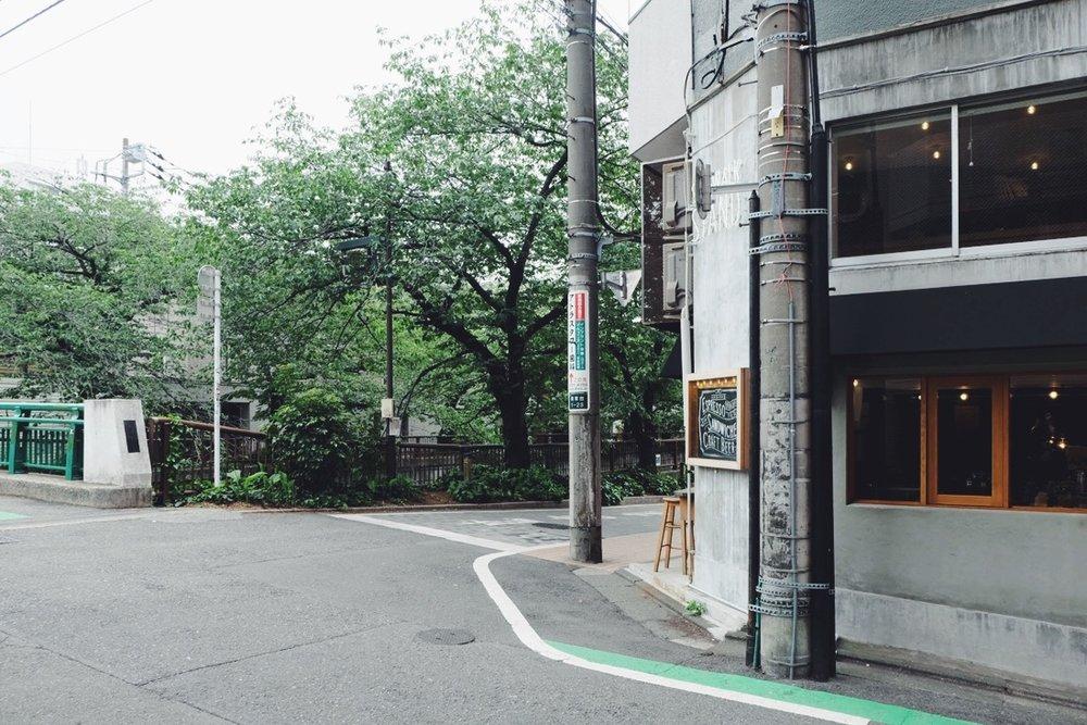Sidewalk Stand / www.lacrememagazine.com
