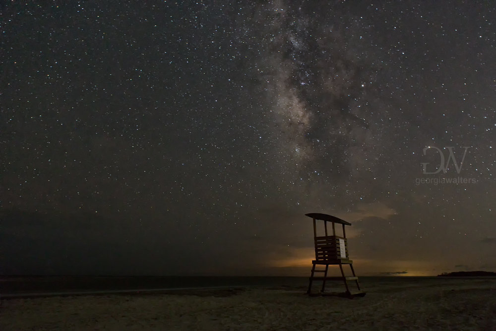 A lifeguard station under the milky way.