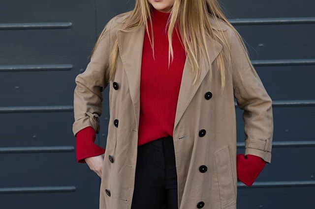 Pop of red for a pop to the shops 🍒🍒🍒 . . . . . . . . .  #trenchcoat #camelcoat #britishstyle #britishstylecollective #topshopstyle #layering #outerwear #instapose #londonbloggers #londonblog #britishfashion #ukstyle #contrast #contrastcolors #lookofday #ootdmag #ootdmagazine #vintagelove #vintagestyle #minimalstyle #redlook