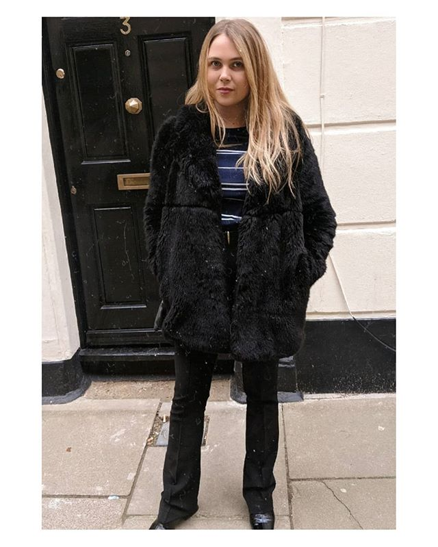 Perhaps it's time to ditch this fluffy beast because London is feeling warmer ☀️😎 #jinx . . . .  #mangogirls #fauxfur #lotd #ootd #lookoftheday #streetstyle #streetfashion #instastyle #whatiwear #whatiwore #styletoday #styleinspo #fblogger #flares #vintagestyle #ukblogger #photooftheday #londonblog #londonfashion #winterfashion #balayage #blondehair