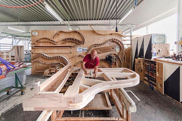 Great photo of the Bösendorfer piano frame being made! #Repost @boesendorfer_italia ・・・ Costruzione del telaio... #piano #vienna #handcrafted #pianoforte #piano #bosendorfer #grandpiano #whatsonyourbench #ilovepiano #pianopiano #pianogram #jelliottco #yamahapiano
