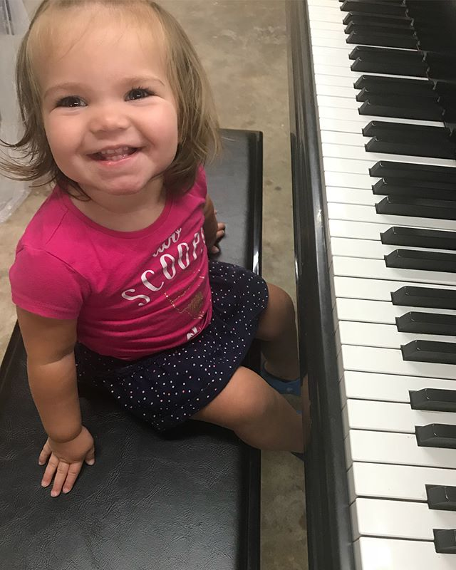 We had our youngest Beatrice visit us at the shop. Checkout this concert grand piano. #piano #pianogirl #oneyearold #jelliottco