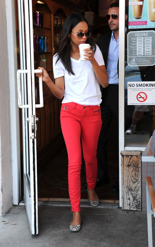 Zoe Saldana tucks a white v-neck into a brightly colored skinny jean, giving her curves where she's long and lean (denimblog.com).