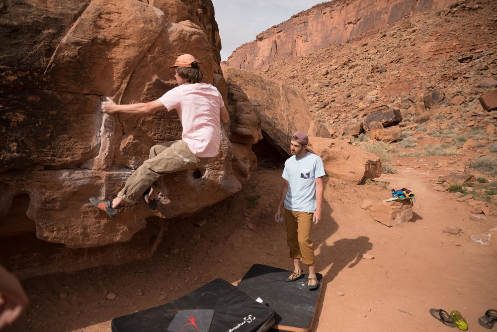 Bouldering in T-Shirts