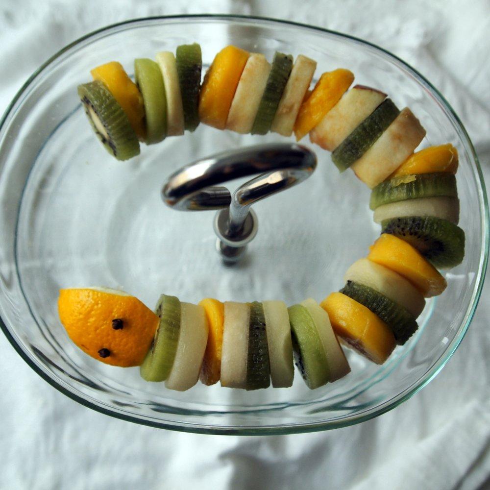 halloween hedelmäkäärme hedelmä vauva taapero sormiruokailu