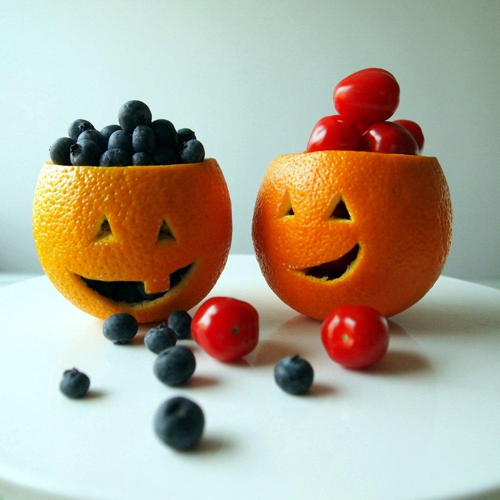 appelsiini kurpitsalyhty halloween taapero vauva sormiruokailija