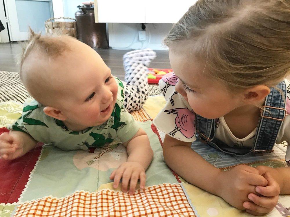On aika paljon helpompaa leikkiä veljen kanssa, joka ei vain huuda myttynä <3