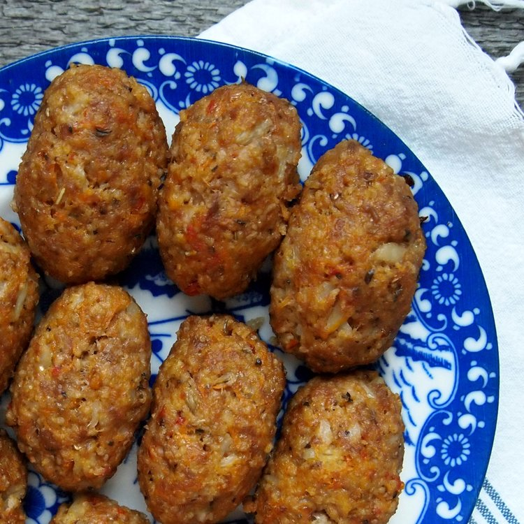 Jauheliha-couscouspötköt ovat ihanan mehukkaita.