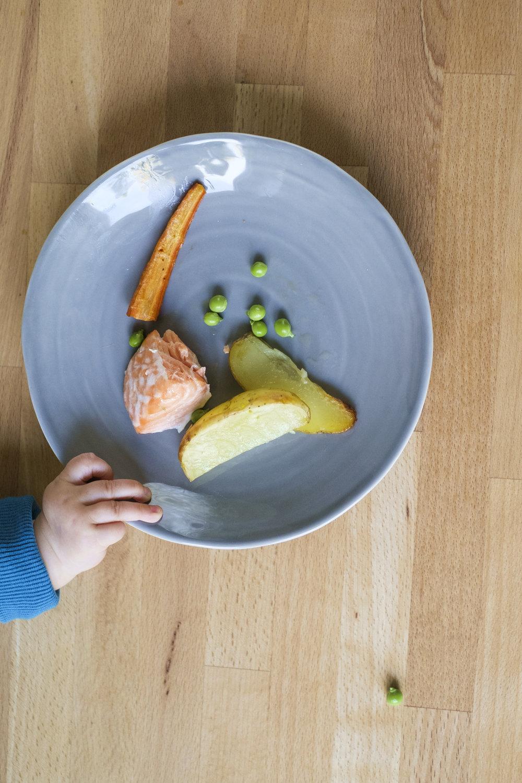 Herkkuruokaa saa lautaselle helposti ilman sen kummempia reseptejäkään: ota vauvalle oma annos sivuun ennen kuin lisäät esimerkiksi suolan.  Kuva: Pietari Hatanpää