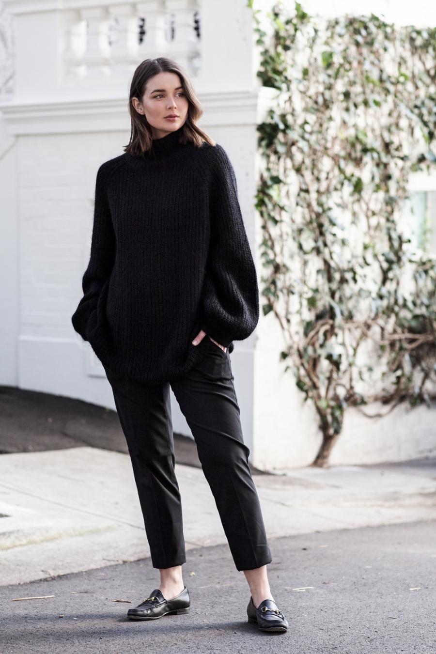 harperandharley_how-to-wear-oversized_black-jumper_outfit_streetstyle_1-mtjo687fzhhlqqa8fcuqlvbcs943euz1amraeyr8ho.jpg