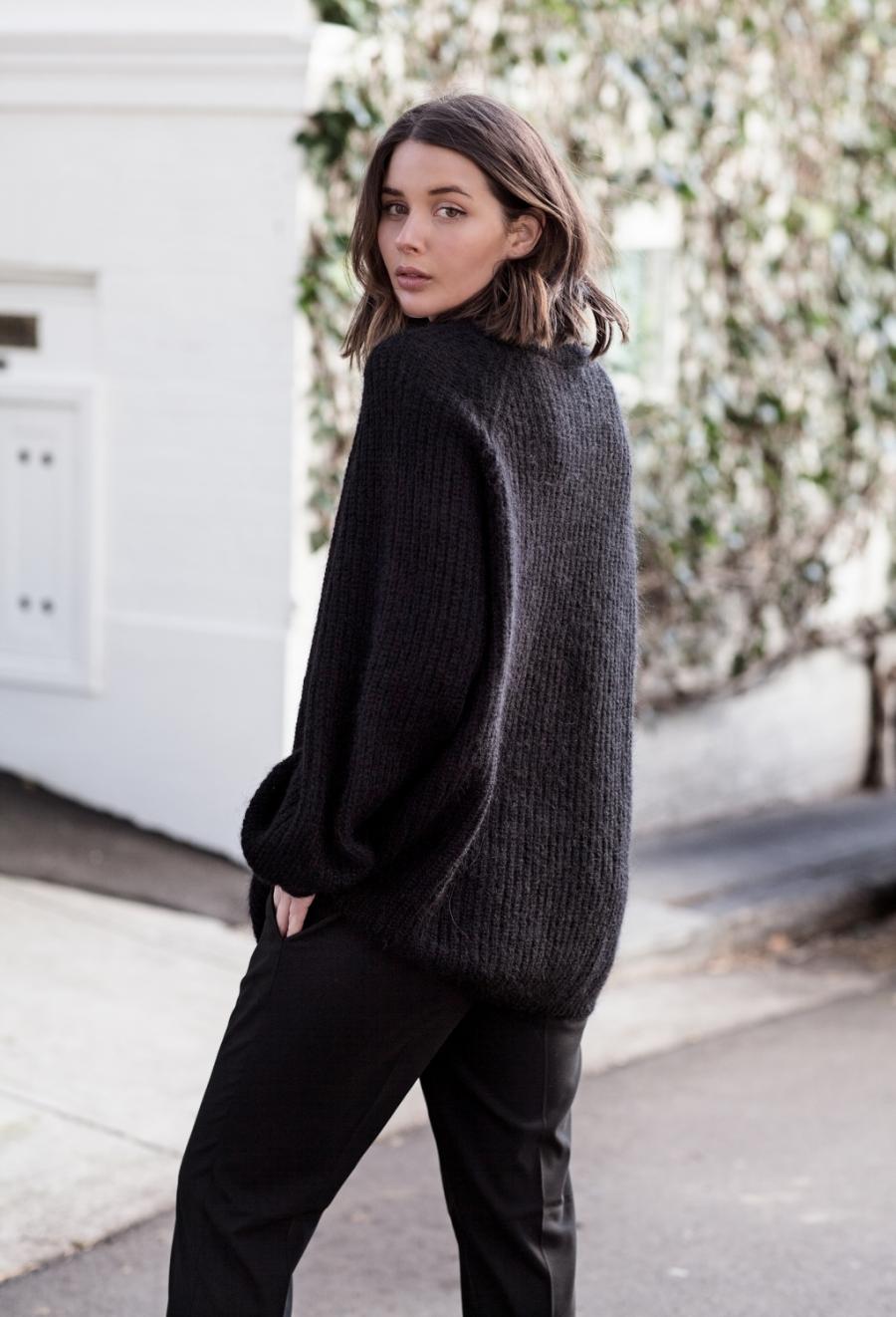 harperandharley_how-to-wear-oversized_black-jumper_outfit_streetstyle_4-mtjoayc8chyi45f3twe7n6dsaztj42qga0u6a1qyzo.jpg