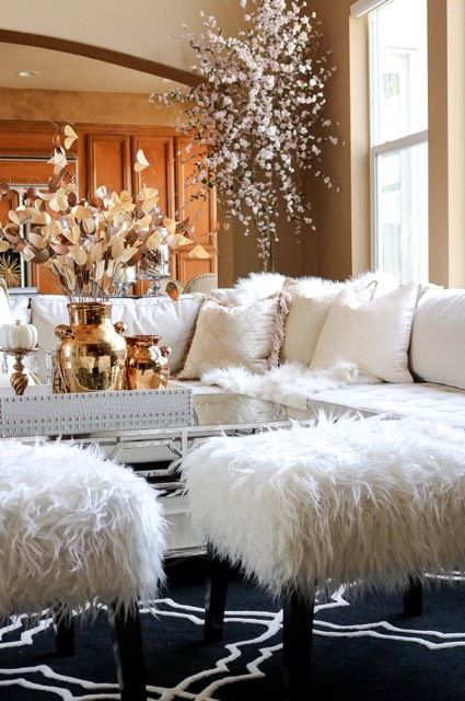 |6| Christmas Glam   If you love glamour, you will want some fabulous Christmas decorations that will make your home looking really festive. Mix white with gold and add a chic white tree.