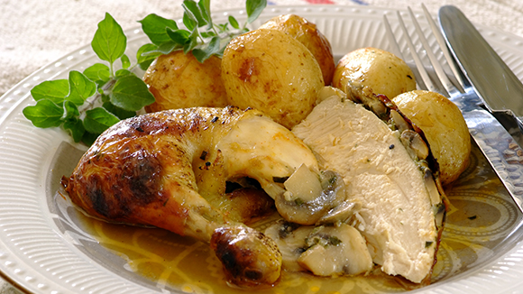 Mushroom-and-Onion-Stuffed-Roast-Chicken_30_1_1_1677_326X580.jpg
