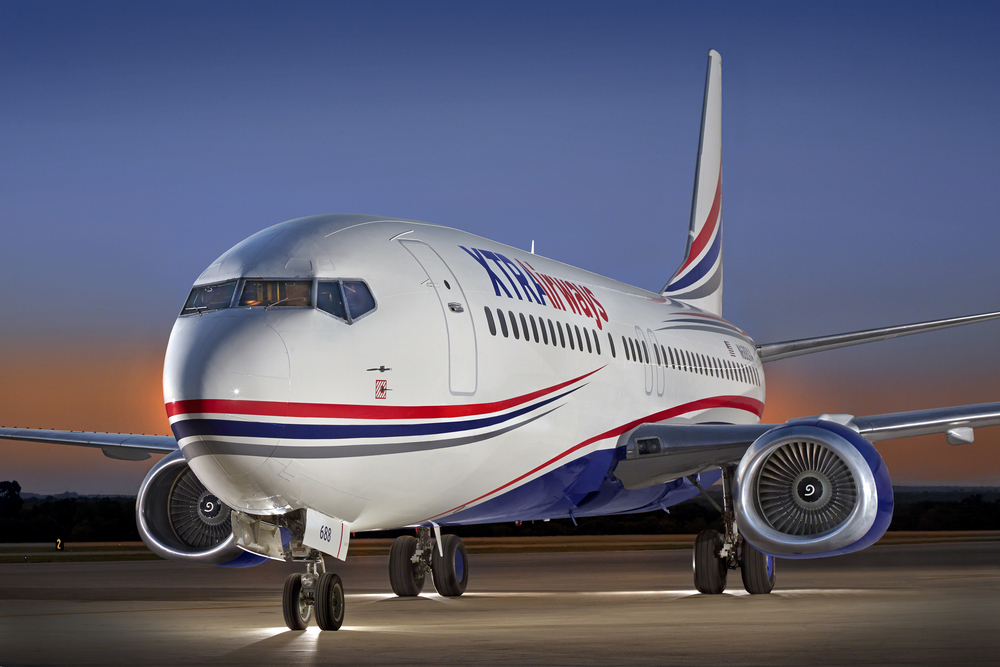 XTRA_Airways_737-400_Jet_N688XA_7'15_x_front_exterior-60mb.jpg