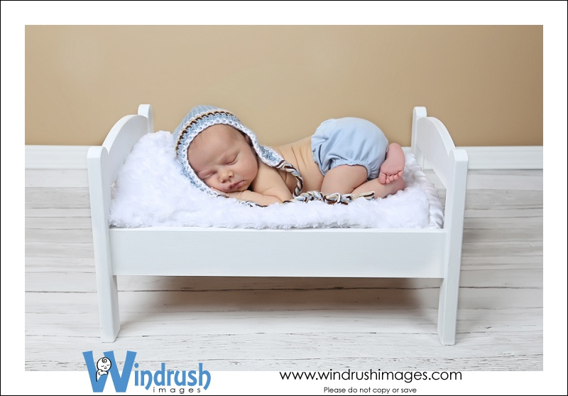 Calgary newborn photographer.jpg