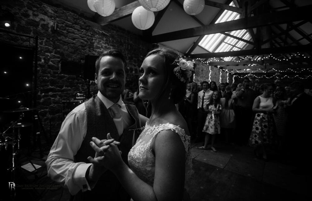 Mr&MrsSmithTithebarnsymondsburyweddingLRBW-10.jpg