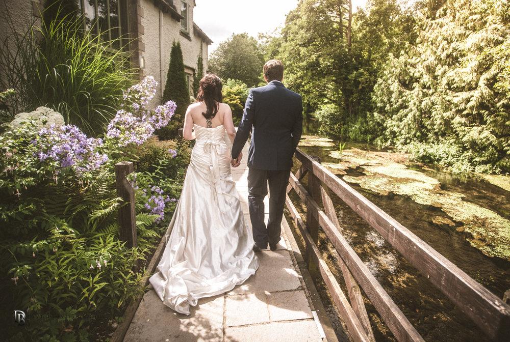 Jess&AdamSwindonweddingLRBW-41.jpg